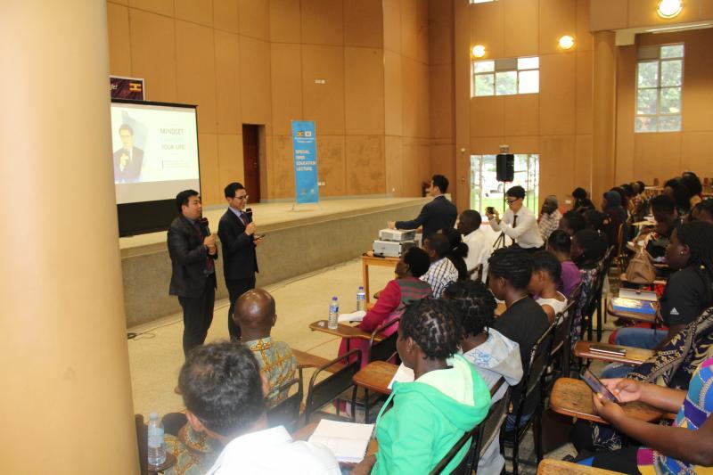 Dr Kim Kisung addresses students