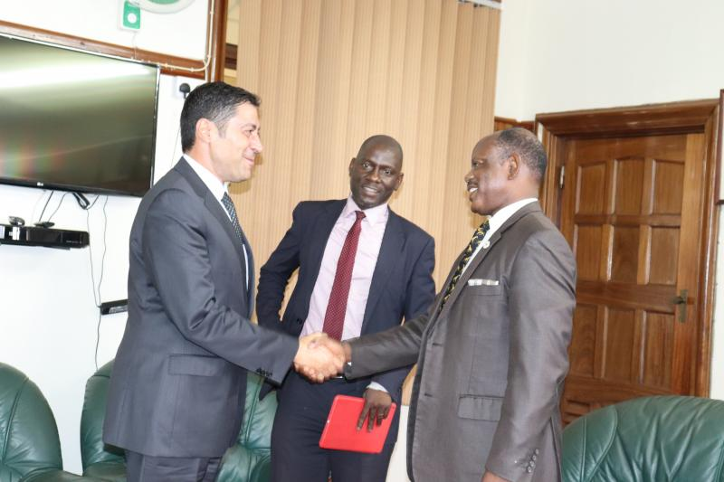 Prof. Nawangwe welcomes the Ambassador to Makerere