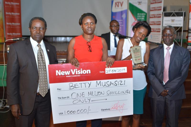 Ms Betty Musasizi (represented by sister 2nd R) won the CranimerMugerwa Award